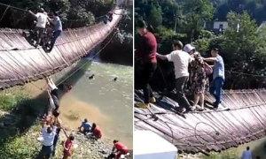 15 du khách bị thương do bất chấp biển cảnh báo trên cầu treo