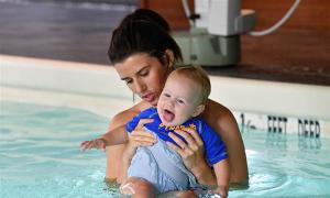 Ba lưu ý mẹ học được từ lớp dạy bơi cho trẻ với kình ngư Michael Phelps