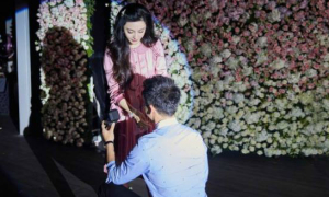 Lý Thần quỳ gối cầu hôn Phạm Băng Băng trong sinh nhật tuổi 36
