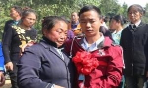 Nam thanh niên đoàn tụ gia đình sau 16 năm bị bắt cóc