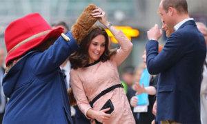 Công nương Kate khiêu vũ cùng gấu Paddington trên sân ga London