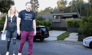 Nửa năm sau khi ly hôn, Ben Affleck tìm mua biệt thự ở cùng người tình mới