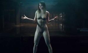 Taylor Swift lên tiếng trước bình luận mặc như khỏa thân trong MV mới