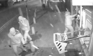 Nổ bình gas đánh sập cây ATM để cướp tiền