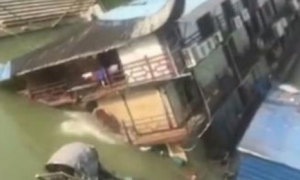 Nhà hàng nổi Trung Quốc chìm xuống đáy sông