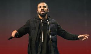 Drake nổi giận khi nhìn thấy khán giả nam sờ ngực một cô gái