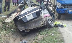 4 người tử vong trong chiếc ôtô biến dạng