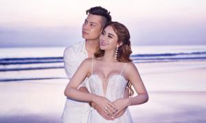 Ảnh cưới trên biển của Lâm Khánh Chi và ông xã kém 8 tuổi