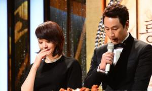 Kim Hye Soo khóc nghẹn ngào nhớ Kim Joo Hyuk tại Lễ trao giải Rồng Xanh