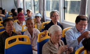 Du ngoạn Sài Gòn bằng 'xe buýt' trên sông