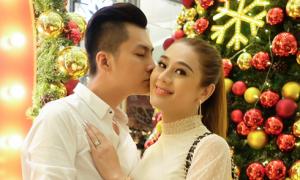 Lâm Khánh Chi cùng chồng sắp cưới đi mua sắm, đón Noel sớm