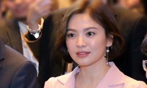 Song Hye Kyo lấy lại phong độ với tóc ngắn xinh tươi