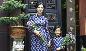 Con gái Thành Được diện áo dài đôi, chụp ảnh cùng mẹ