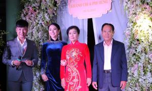 Lâm Khánh Chi cùng bố mẹ tất bật chuẩn bị cho hôn lễ