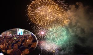 Người Sài Gòn nằm vỉa hè chờ xem pháo hoa đón năm mới