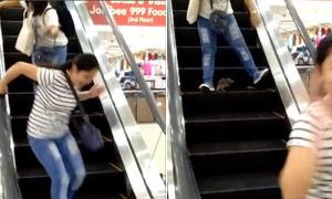 Chuột lăm le tấn công người trên thang cuốn trung tâm mua sắm