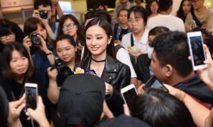 Jun Vũ được 'rừng fan' bao vây khi xuất hiện tại sự kiện