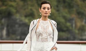 Lê Thanh Hoà đặt thiết kế riêng phụ kiện ngọc trai cho BST mới