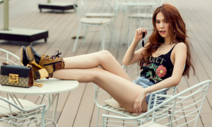 Ngọc Trinh diện quần short, váy ngắn hàng hiệu dạo phố Sài Gòn