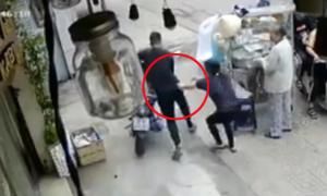 Chủ nhà bất lực đuổi theo tên trộm xe máy ở Sài Gòn