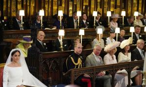 Chiếc ghế trống bên cạnh Hoàng tử William trong lễ cưới em trai