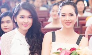 Hoa hậu Mai Phương 'đọ' nhan sắc cùng á hậu Thùy Dung