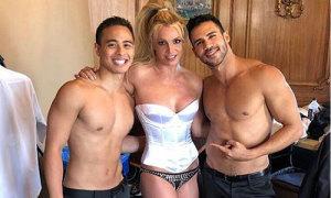 Britney Spears sexy bên hai vũ công trên trường quay MV mới
