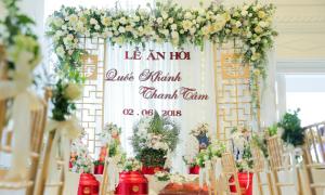 Lễ ăn hỏi ấn tượng với 350 bông hoa sen trắng