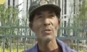 Ông lão quét rác ở Trung Quốc tự học tiếng Anh suốt 10 năm