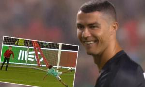 C. Ronaldo kiến tạo cho con trai vôlê ghi bàn