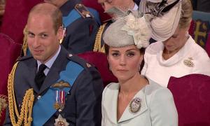 Nghe chuyện đùa, William cố nhịn cười trong khi Kate 'mặt lạnh te'