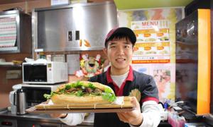 Quán Bánh mì của chàng du học sinh Việt nức tiếng ở Nhật