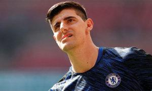 Chán đá với Chelsea, thủ môn Courtois 'lang thang' ở Bỉ