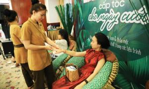 Hàng trăm chị em chăm sóc da miễn phí tại Triển lãm cưới
