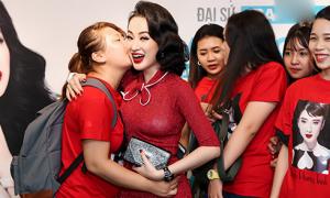 Fan đi xe từ Cần Thơ để được gặp Angela Phương Trinh