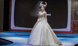 Váy cưới đính ngàn viên pha lê thiết kế theo cùng hoàng đạo