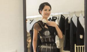 Hồng Nhung thích kiểu váy khoe nội y