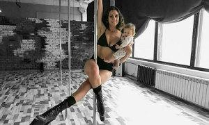 Vũ công bế con trai 2,5 tháng tuổi múa cột