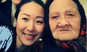 Hoa hậu Ngô Phương Lan đau buồn khi bà qua đời