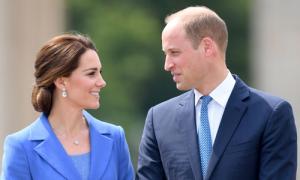 William bị trách không nhắc vợ mặc áo sau sự cố lộ ảnh ngực trần