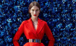 Chiếc áo choàng thanh lịch của Dior được tạo nên thế nào