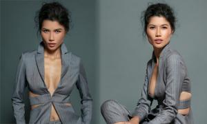 Trang Lạ diện áo cắt khoét khoe ngực táo bạo