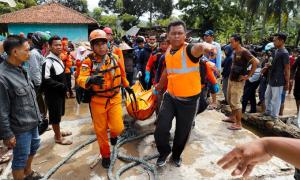 Tối Giáng sinh, Indonesia công bố gần 400 người chết do sóng thần
