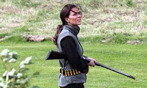Kate mang súng riêng đi săn dịp nghỉ lễ