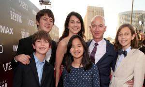 Ông chủ Amazon dạy con điều gì để thành công?