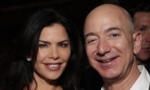 Mặc chỉ trích, tỷ phú Amazon vẫn say đắm người tình