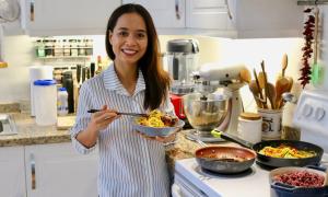 Mẹ Việt kiều về dáng sau sinh nhờ chế độ ăn ngon miệng, đã mắt