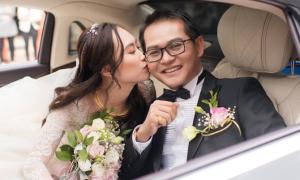 Vợ 9X liên tục âu yếm NSND Trung Hiếu trong lễ cưới
