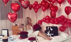 Valentine ngập bóng bay và hoa hồng của các cậu ấm cô chiêu