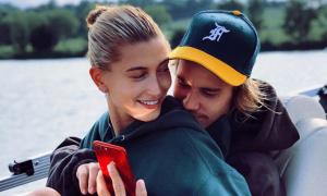 Hôn thê của Justin Bieber nổi mụn nội tiết do dùng thuốc tránh thai